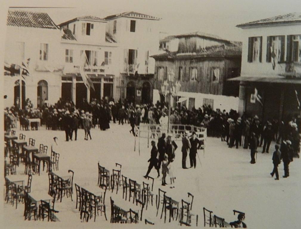 Η Πλατεία της Λευκάδας (ΝΑ) γωνία και το Πεντοφάναρο, 1925