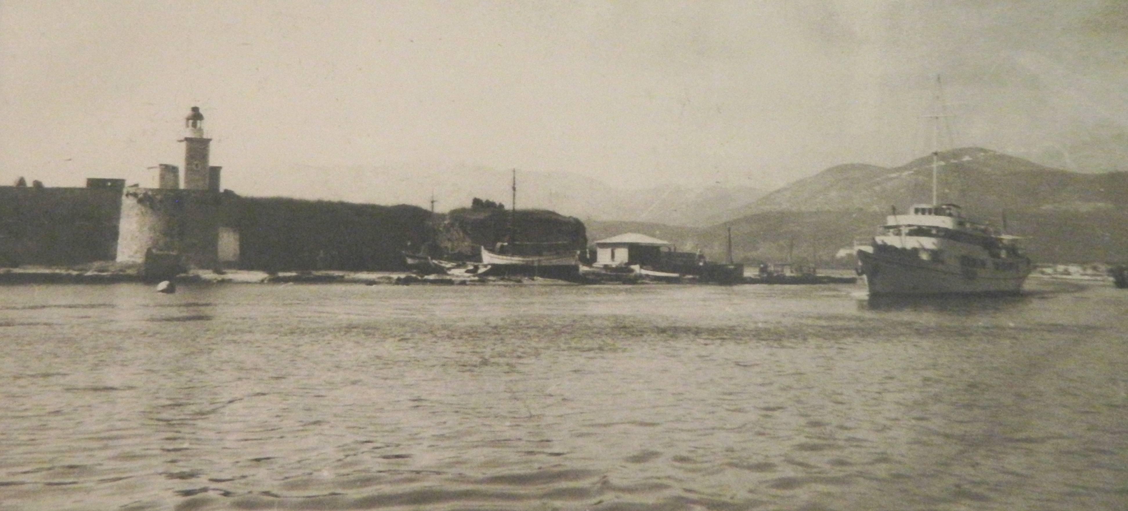Το α/π Γλάρος στο βόρειο στόμιο της διώρυγας, 1961