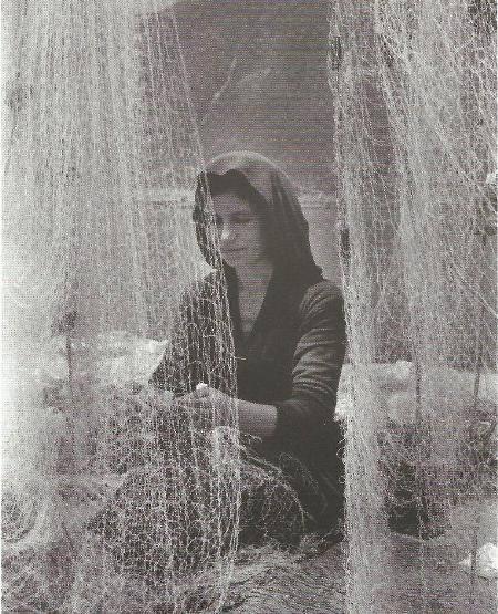Βασιλική 1962, επισκευάζοντας τα δίχτυα