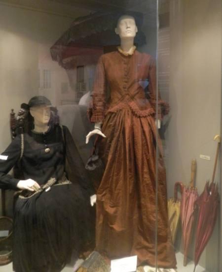 Αστική φορεσιά (τέλη 19ου αρχές 20ου αιώνα) – Λαογραφικό Μουσείο Ορφέα