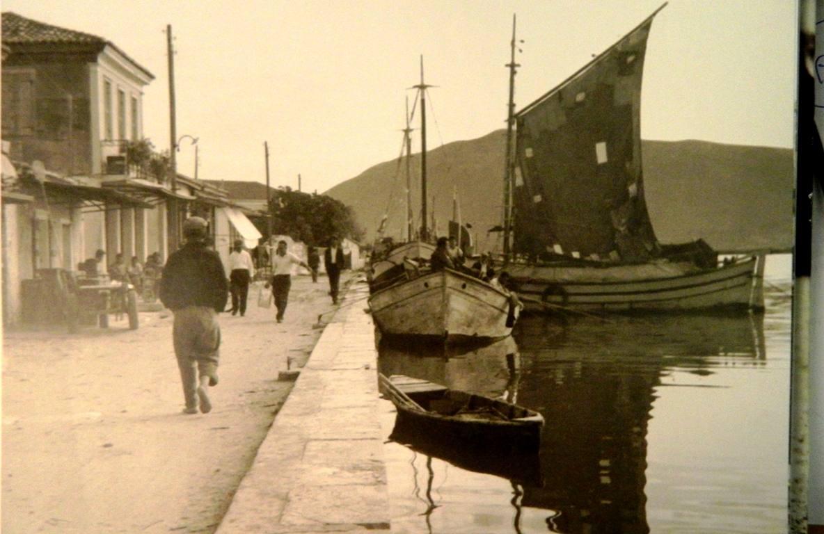 1957. Ανατολική παραλία -Αγία Κάρα. (Σημερινή οδός Γολέμη)