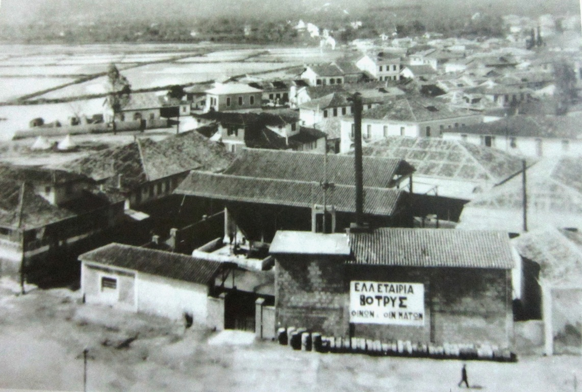 1933.Μερικη άποψη πόλης (Στη θέση που είναι η «ΒΟΤΡΥΣ» είναι σήμερα το ξενοδοχείο «ΙΟΝΙΑΝ ΣΤΑR»