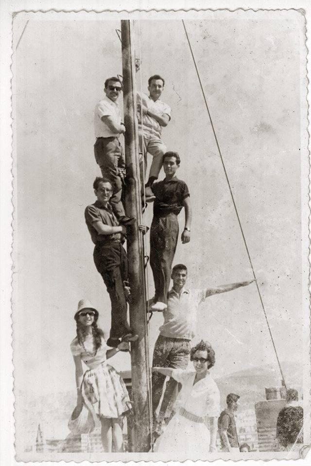 Στην κορυφή της κολώνας του Λευκού Πύργου, αριστερά Μάντζαρης Αριστείδης, δεξιά Νίκος Γράψας. Κάτω σειρά αριστερά: Φώντας Αθανίτης δεξιά Σταύρος Γράψας