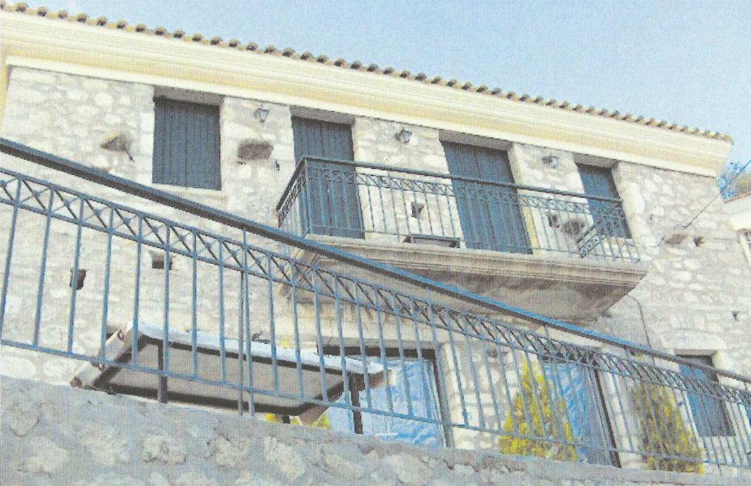 Αναπαλαιωμένο πέτρινο σπίτι