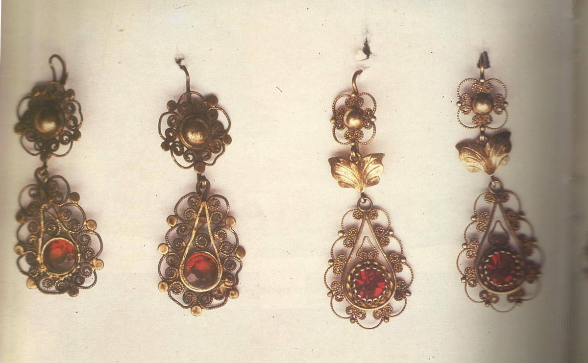 Σκουλαρίκια χρυσά και ασημένια