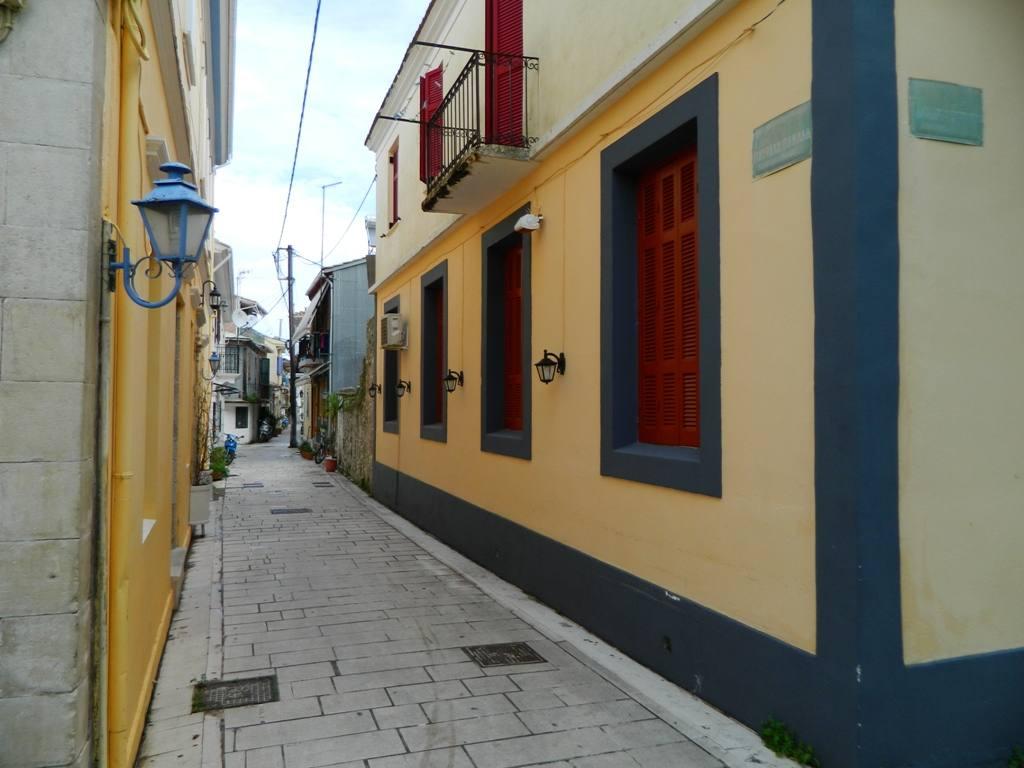 Η οδός Σταύρακα Πανάδα στην πόλη της Λευκάδας