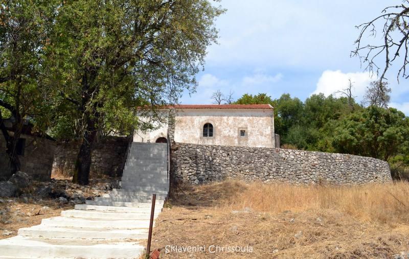 Στα Μαυρογιαννάτα. Ιδρύθηκε γύρω στα 1450 με πολλές ανακατασκευές στην ιστορία του. Ανήκε στην οικογένεια Μανωλίτη. Εκεί στεγάστηκε και το σχολείο του Αλέξανδρου για μικρό χρονικό διάστημα.