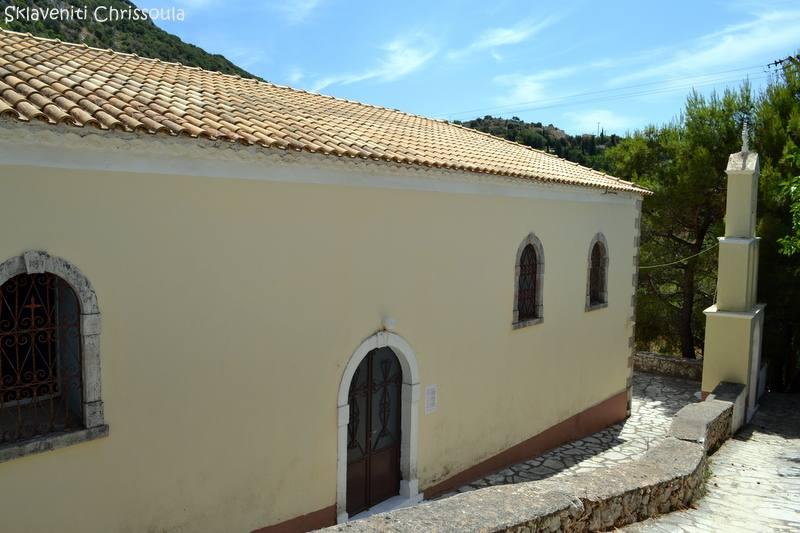 Σε σημείο ψηλά στο χωριό. Ναός του 19ου αι. Σε ανάγλυφο στεφάνι αναφέρεται η χρονολογία της τελευταίας ανακαίνισης του το 1902.