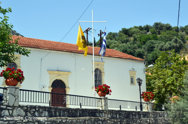 Ο ενοριακός ναός του χωριού. Χτίστηκε τον 18ο αι. και διατηρεί τοιχογραφίες εκείνης της εποχής.