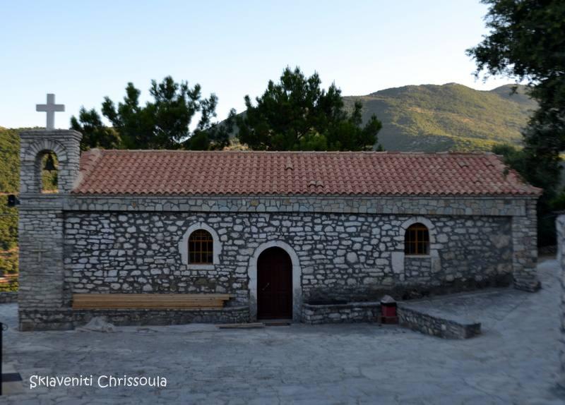 Καθολικό παλιού μοναστηριού δυτικά πάνω από το χωριό στη θέση Γράβα. Ιδρύθηκε τον 17ο αι από το Συμεών Κονιδάρη και υπήρξε πλούσια μονή με πολλά κτήματα.