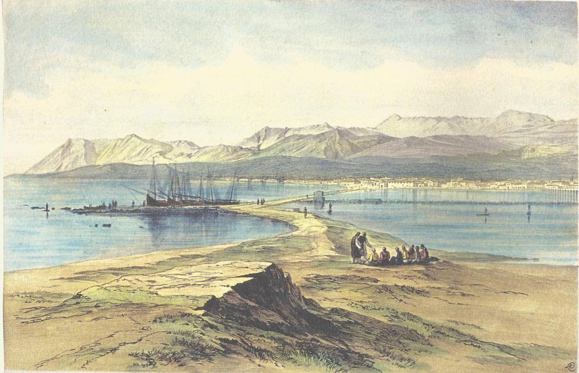 Άποψη της Λευκάδας από το Κάστρο (1863). Ο σημαντικότερος ίσως τοπιογράφος της Ελλάδος του Ι9ου αιώνα, ο παραγωγικότερος βρετανός ζωγράφος-περιηγητής Εd. Lear (1812-1888) κατά τη διάρκεια της παραμονής του στην Κέρκυρα (1855-1863) επισκέφτηκε και τα άλλα Ιόνια νησιά. Έτσι τον Απρίλιο του 1863 σχεδίασε με μολύβι, μελάνι και υδρόχρωμα την άποψη αυτή, που δημοσιεύτηκε, με μικρή παραλλαγή στις ανθρώπινες μορφές που πλαισιώνουν γραφικά την εικόνα, στο έργο του Views in the Seven Ionian Islands