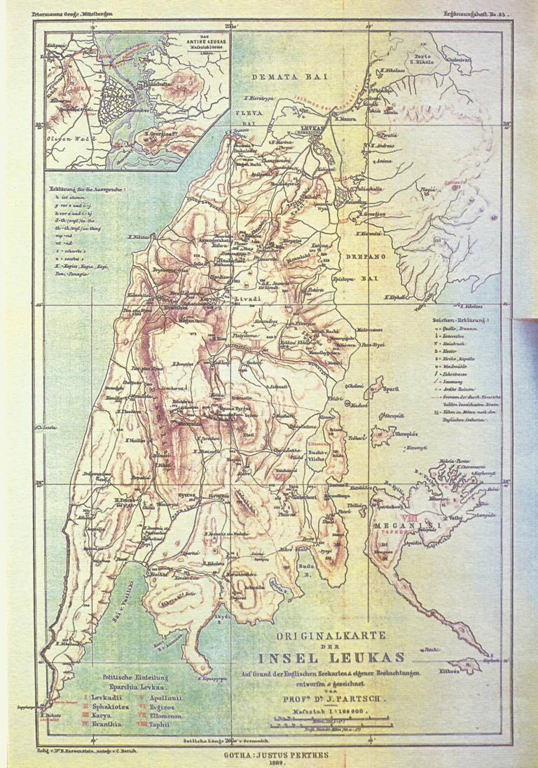 Χάρτης της νήσου Λευκάδας (1889). Ο γερμανός γεωγράφος J Partsch (1 856-1925) με σπουδές φιλολογίας και αρχαίας ιστορίας δίδαξε στα Πανεπιστήμια της Βρεσλαύιας και της Λειψίας. Πολυγραφότατος, από το 1882 εξέδωσε σειρά γεωγραφικών έργων που αφορούν τον ελλαδικό χώρο και κυρίως τα Ιόνια νησιά. Η μονογραφία του για τη Λευκάδα περιλαμβάνει αναλυτικά κεφάλαια για τη γεωμορφολογία της νήσου, τη λιμνοθάλασσα, τα όρη, τη φύση και το πολιτισμό καθώς και στατιστικούς πίνακες και πληθυσμιακές μετρήσεις του 1765 και 1879, στα χωριά και τις κωμοπόλεις. Στη λεπτομέρεια απεικονίζεται η περιοχή της αρχαίας Λευκάδας, που ιδρύθηκε τον 7ο π.Χ. στη ΒΑ ακτή του νησιού, στο σημείο που ήλεγχε το στενό και αβαθές θαλάσσιο πέρασμα μεταξύ νήσου και ακαρνανικών ακτών.