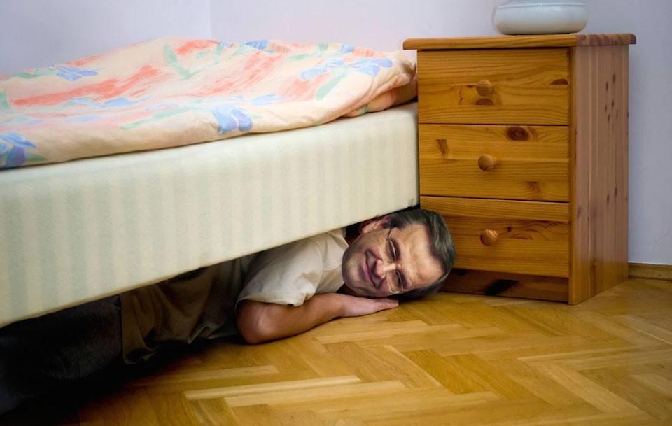 Ο Αντώνης Σαμαράς, κρύφτηκε κάτω από ένα κρεβάτι για δύο μέρες, ώστε να μην υποχρεωθεί να ψηφίσει «ναι» ή «όχι» στο Σύμφωνο Συμβίωσης