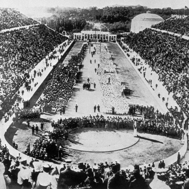 Το Στάδιο κατά τους Ολυμπιακούς Αγώνες του 1896 γεμάτο από Έλληνες και ξένους.