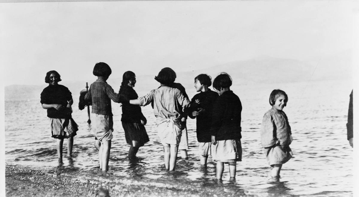greek_and_armenian_refugee_children_in_the_sea_near_marathon_greece_c-_1915