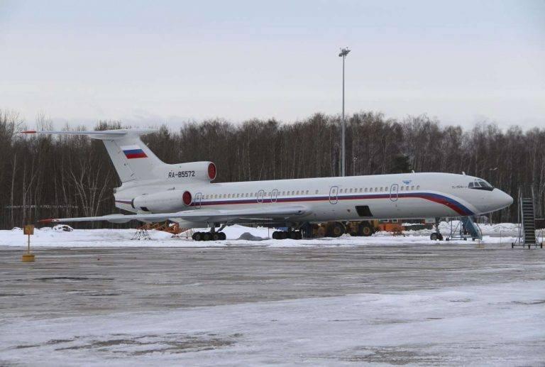 Το αεροπλάνο τύπου Τu-154 της ρωσικής Πολεμικής Αεροπορίας σε αεροδρόμιο στα βόρεια της Μόσχας, Ιανουάριος 2015 (REUTERS/Dmitry Petrochenko)